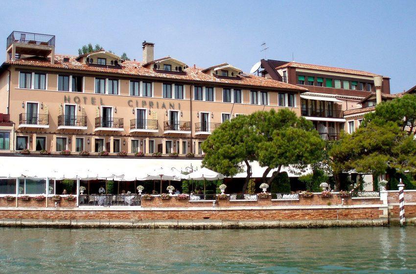Lvmh fa shopping di hotel di lusso in Italia