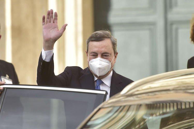 Mario Draghi accetta con riserva l'incarico di governo