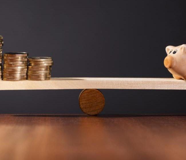 Risparmio, raccolta fondi in calo di 5,5 miliardi a maggio. Crollo azionari