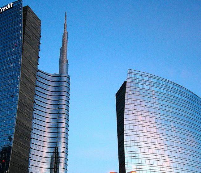 Unicredit con Pimco, GWM e Finance Roma per gestire 1,2 mld di crediti immobiliari